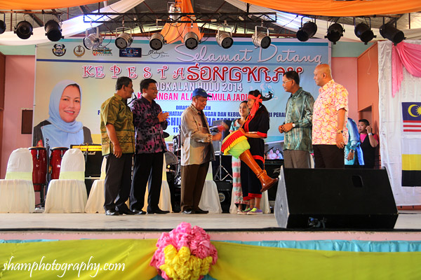 pesta-songkran-pesta-air-kg-tasek-pengkalan-hulu-perak-visit-malaysia-2014-fam-trip-13