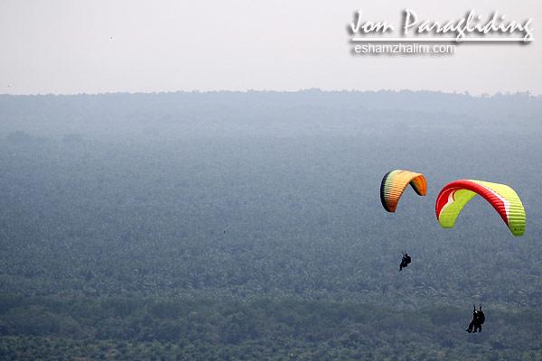 paragliding-pilot-bagaimana-menjadi-pilot-paragliding-bukit-jugra-banting-payung-luncur-kuala-lumpur-free-flyers-eshamzhalim