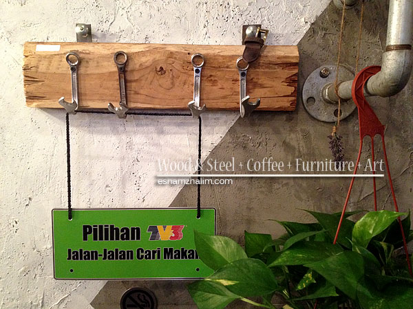 wood-and-steel-coffee-furniture-art-segmen-jom-ngopi-eshamzhalim-cafe-review-13