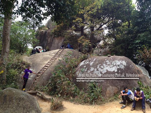 gunung-datuk-rembau-negeri-sembilan-hiking-nature-eshamzhalim-lesvoyageurs-urbanescapers-misikinabalu2015-kurakuranaikgunung-outdoor-adventures