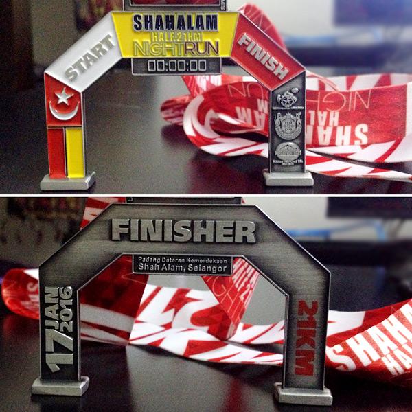 shah-alam-half-21km-night-run-2016-half-marathon-runallnight-selangor-eshamzhalim-runholics-medal