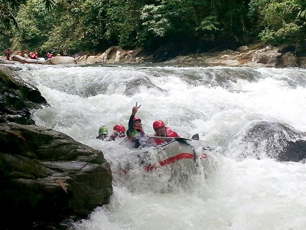 white-water-rafting-gopeng-sungai-kampar-perak-eshamzhalim