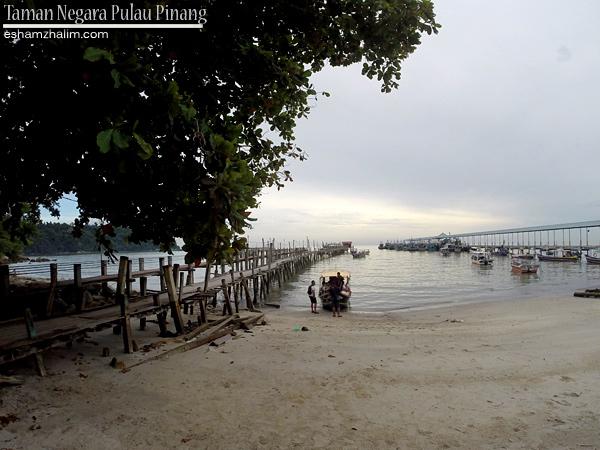 taman-negara-pulau-pinang-rumah-api-muka-head-monkey-beach